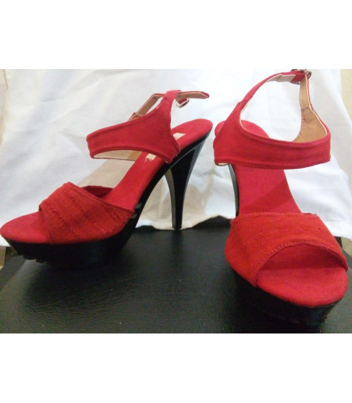 Comitán high heels shoes in red. Size 8.