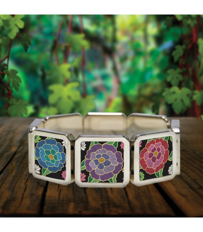 Chiapa de Corzo bracelet in stainless steel with designs representing Chiapas textile styles.
