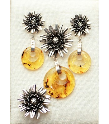 Large sunflower, set of earrings, ring and pin in silver and amber.