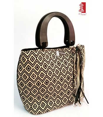 Black and ivory Jch'ulme'tik (My Moon) handbag made by artisans from San Andrés Larráinzar, Chiapas.