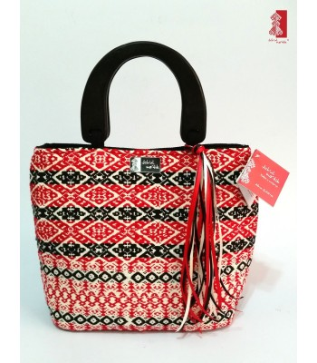 Black, red and white Jch'ulme'tik (My Moon) handbag made by artisans from San Andrés Larráinzar, Chiapas.